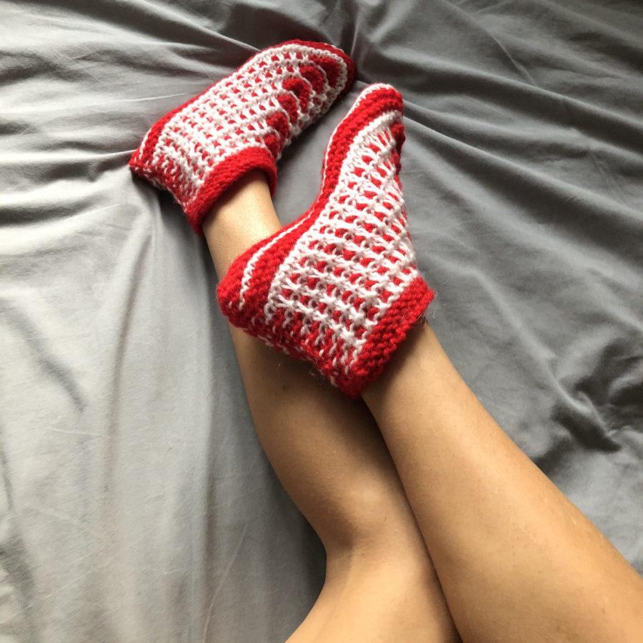 Чуни из Шерсти на ноге Красный